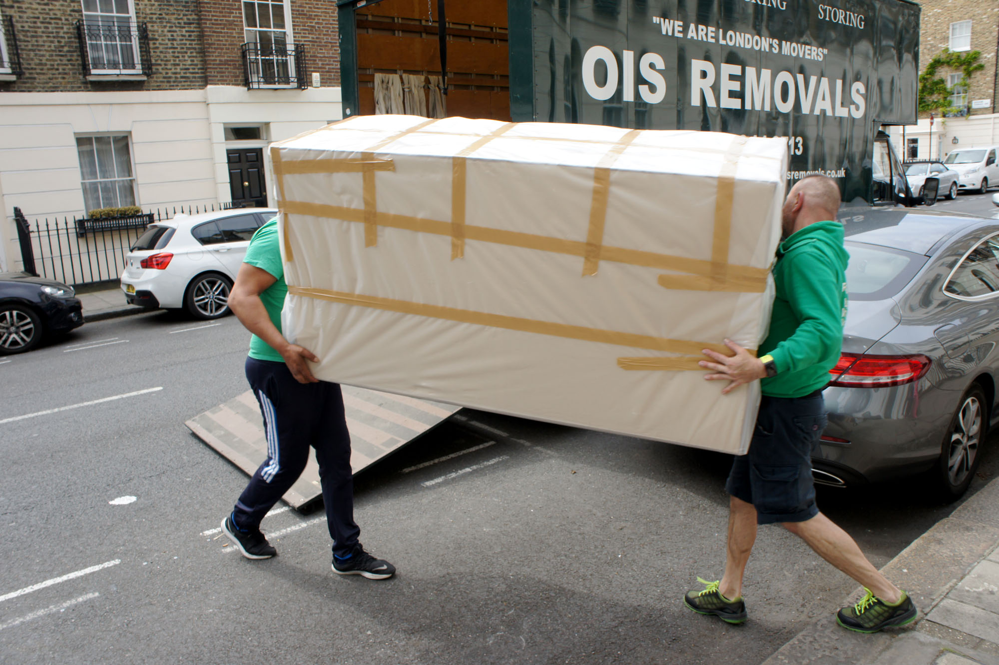 removal men moving bed